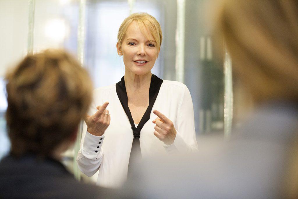 Train the Trainer Inhouse, Claudia Thonet unterrichtet eine Gruppe